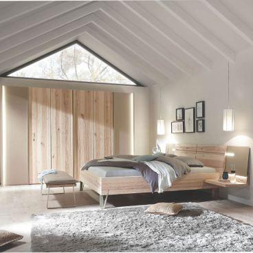 Thielemeyer Cubo Schlafzimmer in der Front- und Korpusausführung Massivholz  Wildesche Komfort-Liegenbett mit Holzkopfteil 6-türiger Kleiderschrank ...