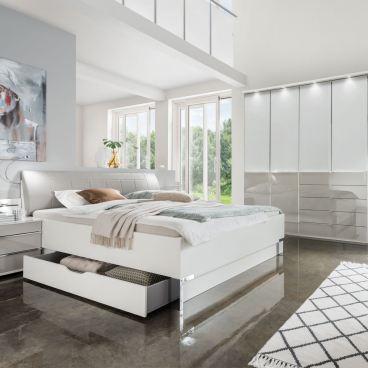 Wiemann Shanghai 2 V.i.P. Schlafzimmer mit Bett 6-türigem Drehtürenschrank  und 2 Nachtschränken mit Paneele